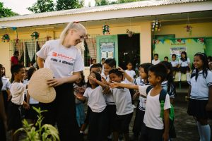 volunteer in the philippines with the kids